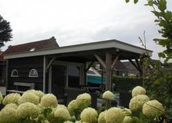 Zeeuws tuinhuis met overkapping